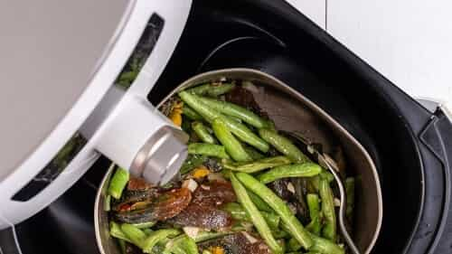 how does an air fryer work without oil